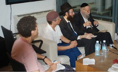 Rabbi Pappenheim says no to shtreimels made from animal furs